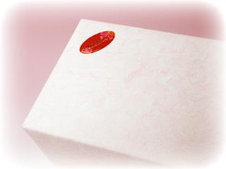 母の日らしいピンクの包装紙でお届け